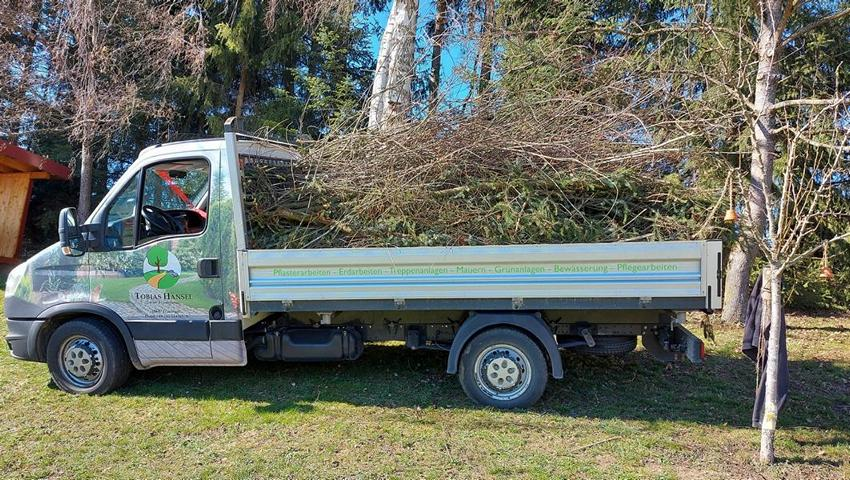 Unser Transport Fahrzeug für Ihren Garten