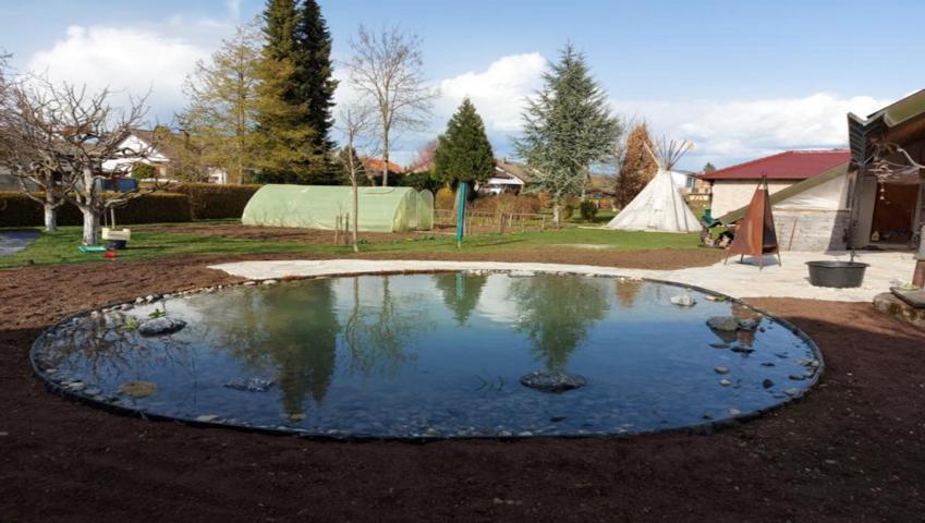 Wir bieten Gartenpflege und Teichbau
